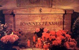 tombeau-de-jean-xxiii-dans-la-crypte-de-saint-pierre-a-rome-300x190